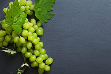 green grape on black stone background Fototapete