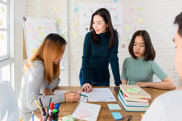 Female oversea college students discussing group project