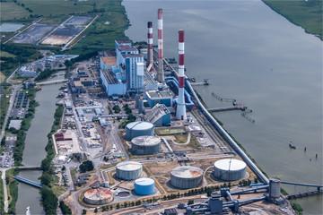 Vue aérienne d'une centrale thermique à Cordemais en Loire Atlantique en France