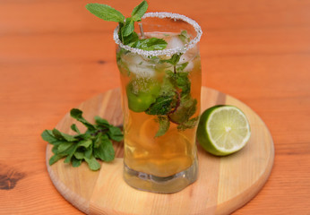 Deurstickers Cocktail tonic with mint and lime