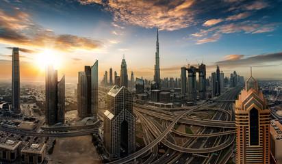 Sonnenaufgang über der Skyline von Dubai