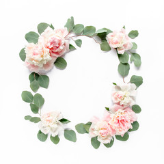 Poster de jardin Fleur Floral round frame wreath made of pink and beige peonies flower buds, eucalyptus branches and leaves isolated on white background. Flat lay, top view. Frame of flowers. Floral background. Valentine's