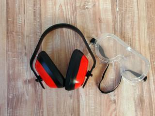 Gehörschutz und Schutzbrille