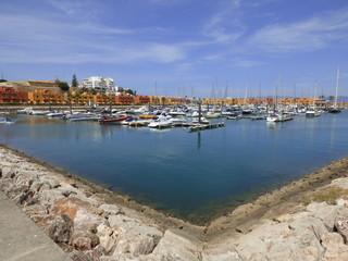 Puerto deportivo de Praia da Rocha (Portugal) zona de playa de Portimao en el Algarve