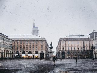 Torino piazza san carlo in inverno durante la nevicata