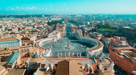 Piazza San Pietro a Roma, colonnato, vista dalla'alto