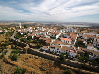 Monsaraz, pueblo historico de el Alentejo (Portugal) Fotografia aerea con Drone