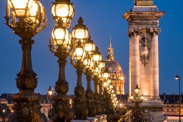 Invalidendom und Pont Alexandre III in Paris, Frankreich
