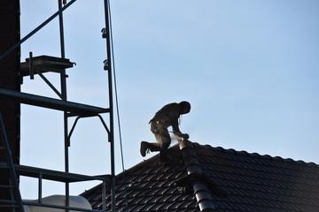 immobilier construction job travail emploi noir patron independant toit danger securite travaux chantier maison logement