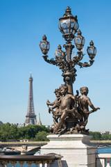 Wall Mural - Pont Alexandre III mit Blick auf den Eiffelturm in Paris, Frankreich
