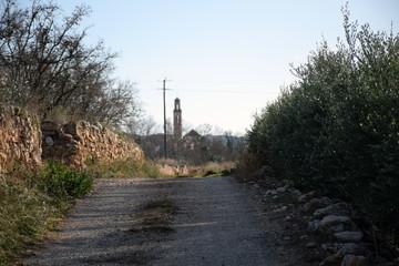 Campanario de Vila-rodona (Catalunya) en la lejanía.