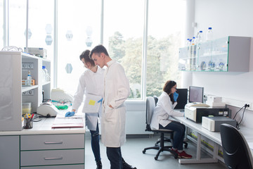 People working together in lab