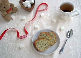 Tea with a delicious lemon-poppy cake