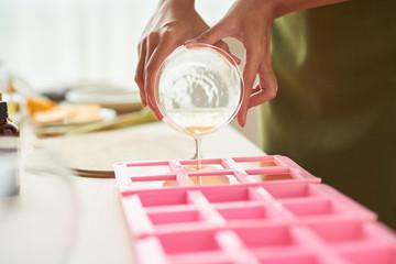 Obraz Pouring soap into forms - fototapety do salonu