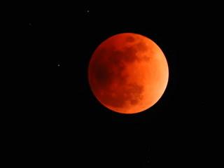 皆既月食、赤銅色の満月、月齢14、「スーパー・ブルー・ブラッドムーン」