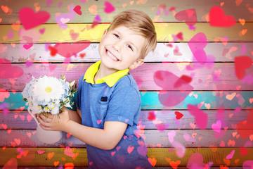 kleiner Junge mit Blumen und Herzen