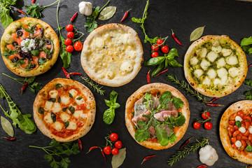 Spoed Foto op Canvas Klaar gerecht 手作りピッツア Italian home-made pizza