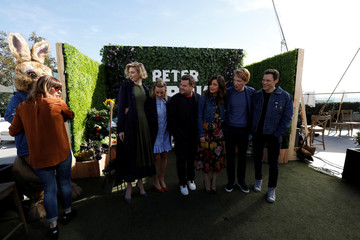 """Director of the movie Gluck with cast members Debicki, Robbie, Corden, Byrne and Gleeson wait for the character of Peter Rabbit during a photo call for """"Peter Rabbit"""" in West Hollywood"""