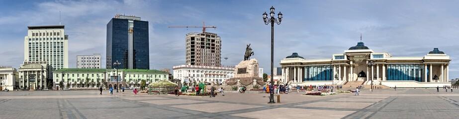 Der Sukhbaatarplatz mit Regierungsgebäude in Ulan Bator, der Hauptstadt der Mongolei