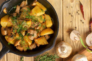 potatoes fried with mushrooms and chicken