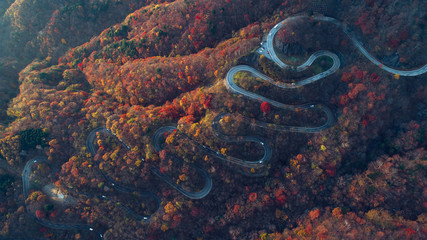 Photo sur Plexiglas Japon Beautiful curvy street on the Nikko mountain, Japan. Aerial view