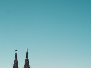 Fotomurales - Cologne Cathedral with blue Sky and negative space