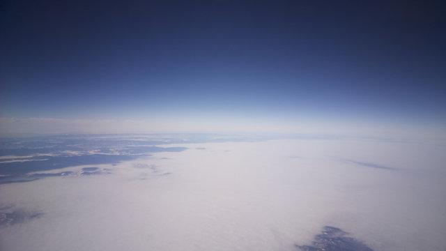 Foschia del cielo sopra le nuvole