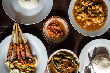 Different Indonesian dishes: Sate Pusut, Ikan asam manis, olah-olah, sambal and rice.