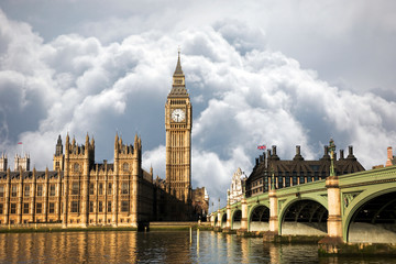 Wall Mural - UK - Cities - Scene of Big Ben and Palace of Westminster seen from South Bank, Dramatic Sky present in the background.