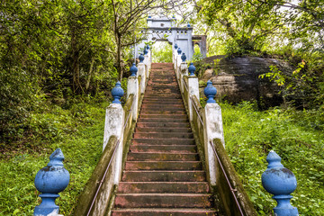 Fototapete - Stairs in Buddhist rock temple in Mulkirigala, Sri Lanka