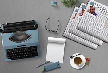 macchina da scrivere con giornali e caffè