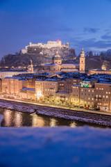 Salzburger Altstadt im Winter, Malerisch, Hochformat