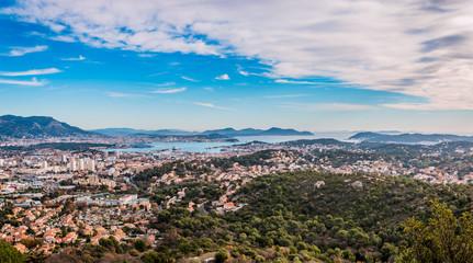 Vue sur la rade de Toulon du haut du Fort de Six-Fours