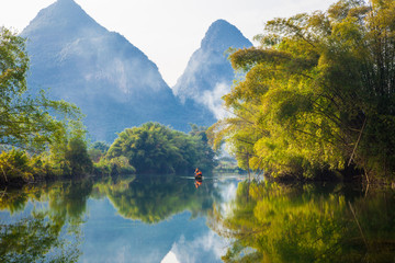 Foto auf Gartenposter Reflexion Amazing natural landscape. Beautiful karst mountains reflected in the water of Yulong river, in Yangshuo, Guangxi province, China.