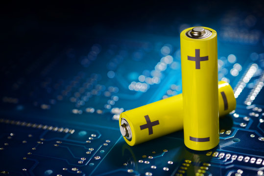 Yellow mignon battery