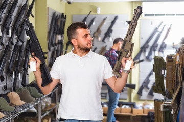 Customer is choosing air-powered gun