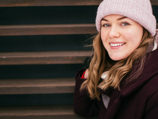 Fashion smiling woman in the city