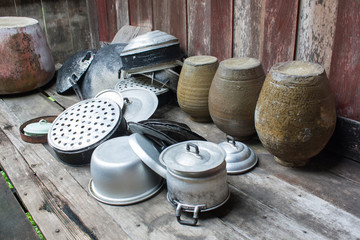 Steaming Pot, Pan, Pot, Jar that collocates by the simple way to the terrace after wash by saving rain.