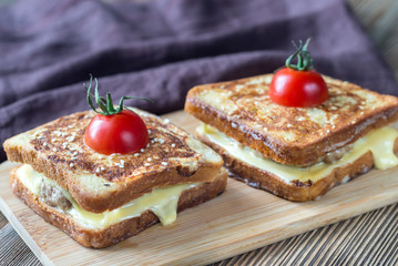 Cheeseburger french toasts