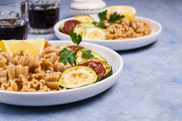 Brown pasta with vegetables