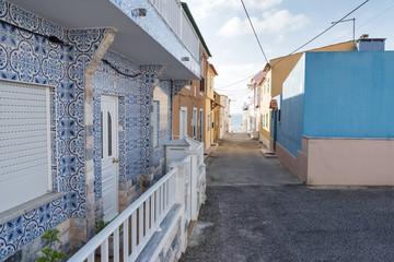 Foto auf AluDibond Gezeichnet Straßenkaffee Peniche city buildings at Atlantic ocean coast, Portugal.