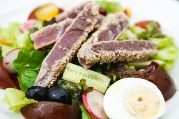 Tuna salad with tomatoes