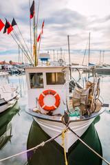 Bateau de pêche dans le port de Bandol