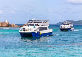 arrivée de ferries à la Digue, Seychelles