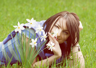 Young woman with white daffodils, yellow filter
