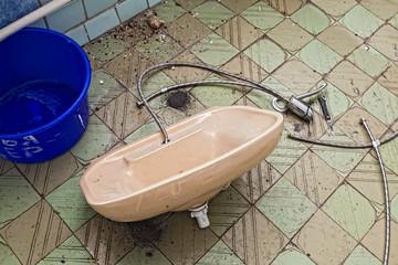 repairing old sinks