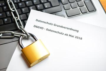 Datenschutz Sicherheit Kette mit Schloß im Internet