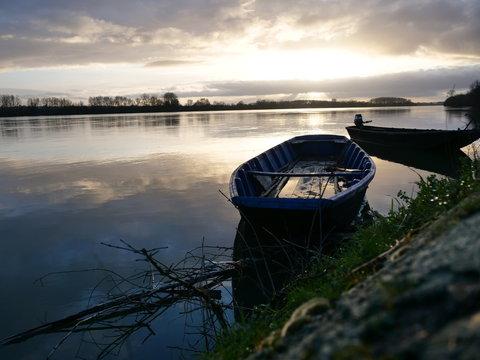 Barque sur le bord de la rive de Loire à Nantes