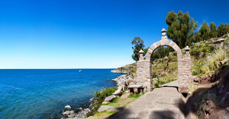 Photo sur Aluminium Amérique du Sud The entrance stone arch leading to the interior of Taquile Island in Lake Titicaca, Peru