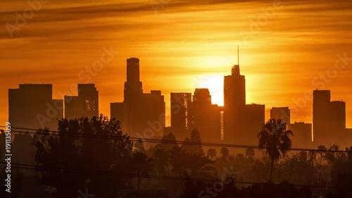 Fotobehang Sunrise sun rising behind downtown Los Angeles skyscrapers, beautiful city skyline. 4K UHD timelapse.